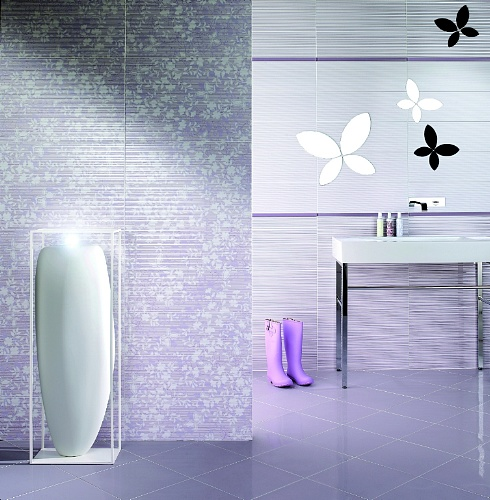 Bagno argento e bianco - Piastrelle metalliche ...